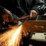 Thao tác máy hàn – Nhà máy Chấn Bang