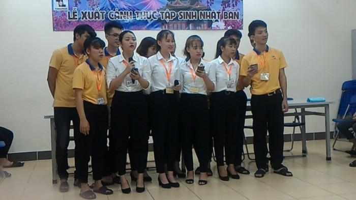 le-xuat-canh-6-ban-nu-don-hang-thuc-pham (3)