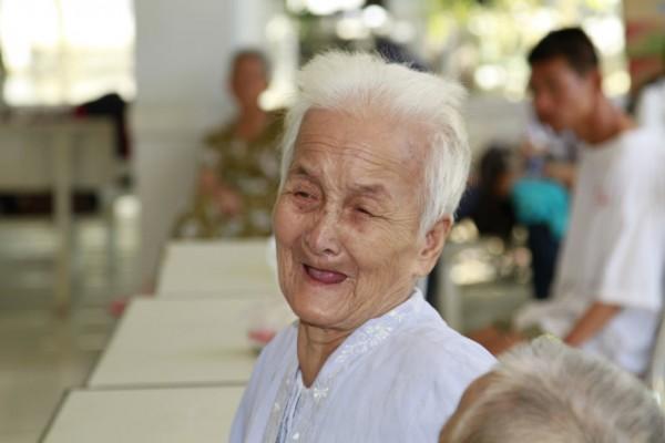 Hộ lý Đài Loan chăm sóc người già