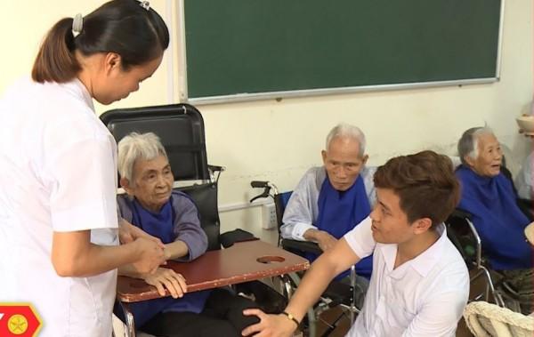 Hộ lý viện dưỡng lão Đài Loan